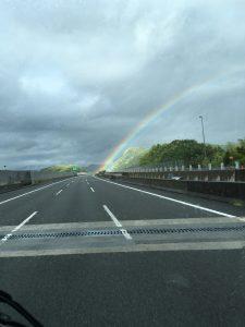 道路から虹